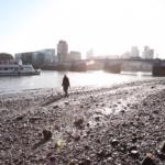 SULJETTU 26.2.-5.4. Tuula Närhisen Deep Time Deposits -näyttely kaivautuu Thamesin pohjamutiin